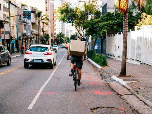 http://ecoparking.io/wp-content/uploads/2020/10/ciclista-ocupa-a-faixa-da-esquerda-em-uma-via-da-cidade-de-sao-paulo-640x480.jpg