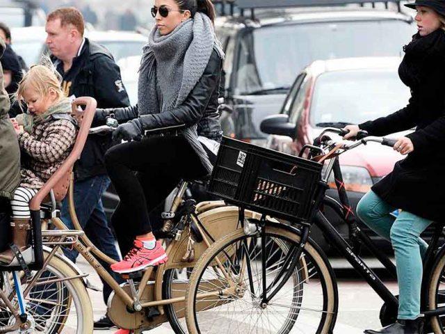 http://ecoparking.io/wp-content/uploads/2021/01/cidades-bicicletas-do-que-carros-640x480.jpg