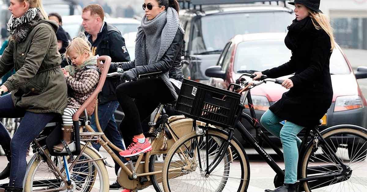 http://ecoparking.io/wp-content/uploads/2021/01/cidades-bicicletas-do-que-carros.jpg