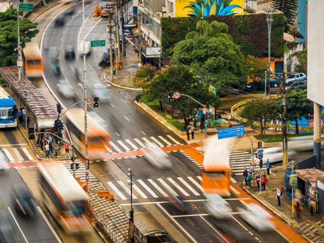 http://ecoparking.io/wp-content/uploads/2021/06/cidades-inteligentes-melhorar-mobilidade-urbana-640x480.jpg